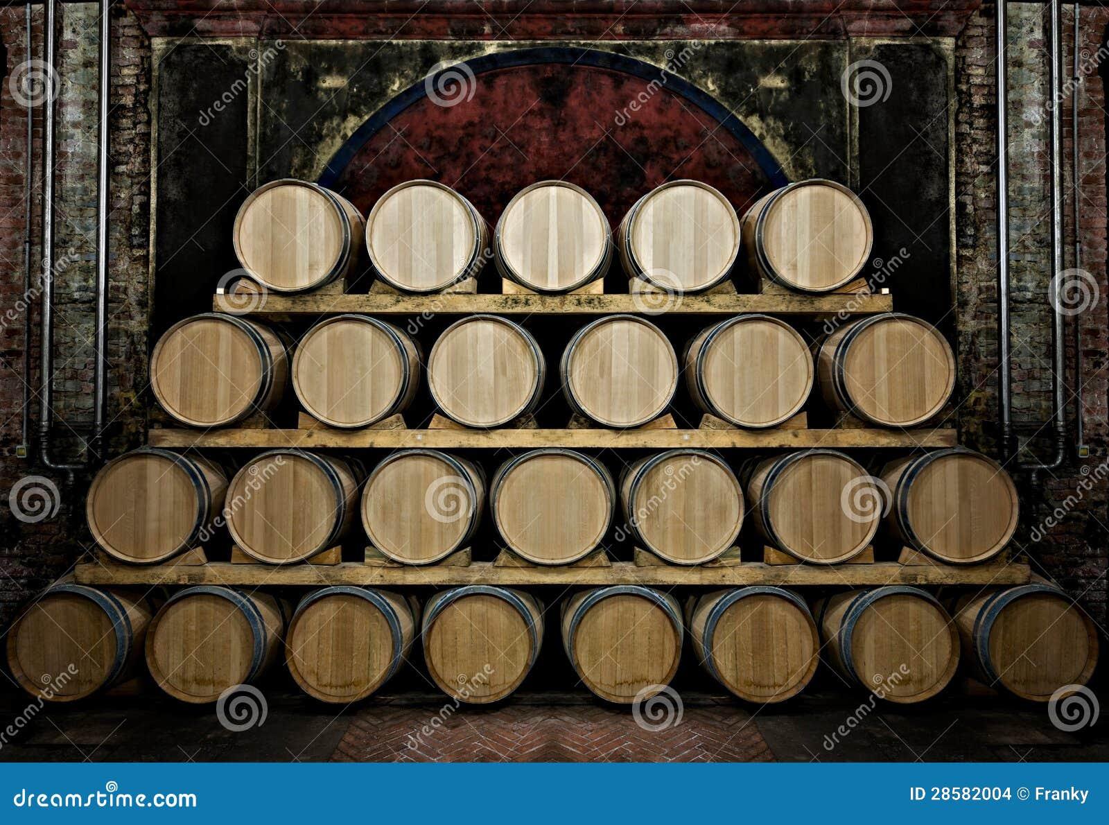 Vaten in een wijn-kelder