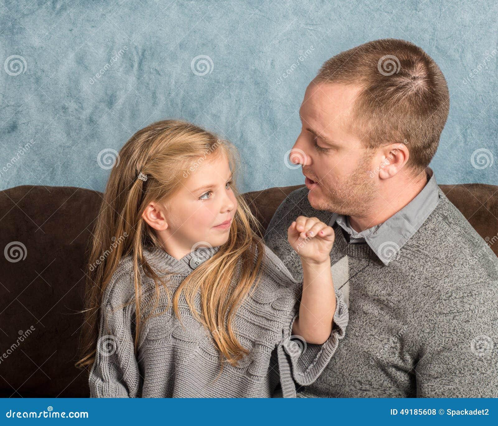 Einzelne Väter, die kostenlos sind