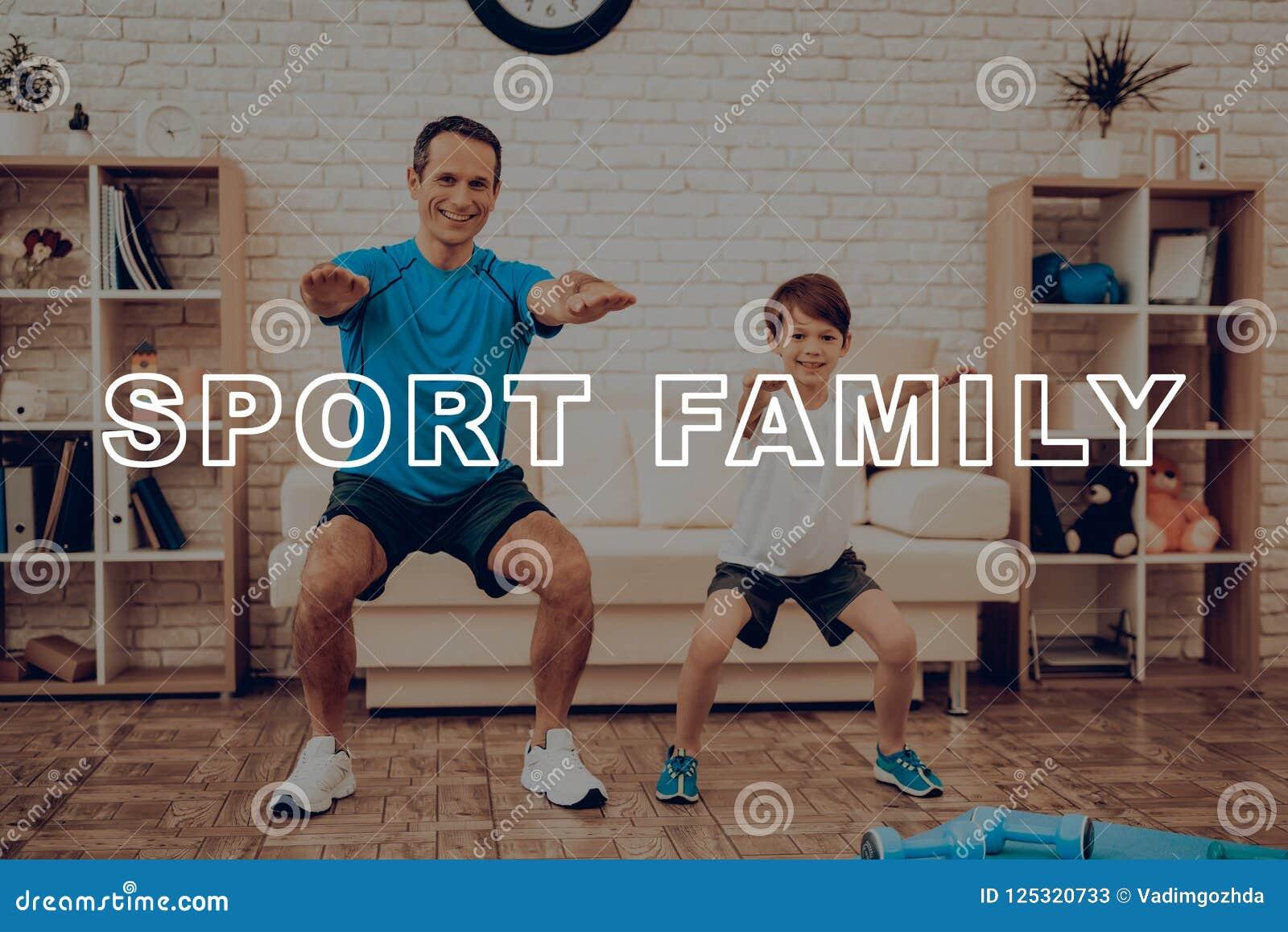 Vater And Son Are, das eine Turnhalle tut Sportfamilie