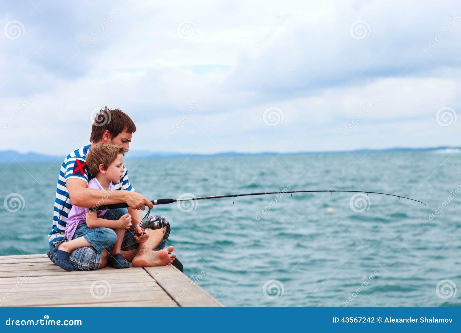 Vater- und Sohnfischen zusammen