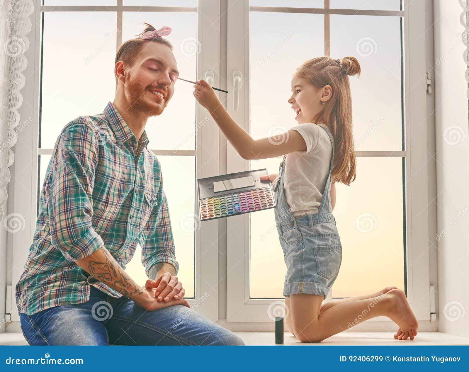 Vater- und Tochterspiel