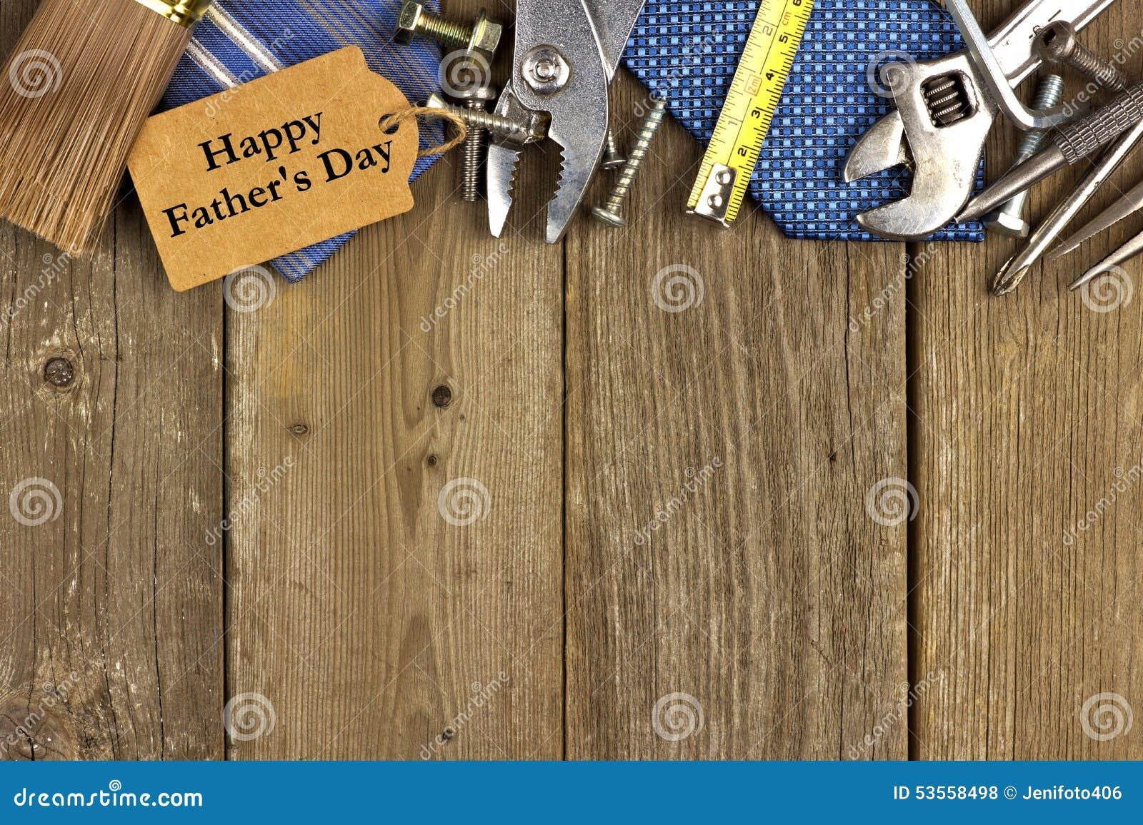 Vatertagstag mit Werkzeugen und Bindungsgrenze auf Holz