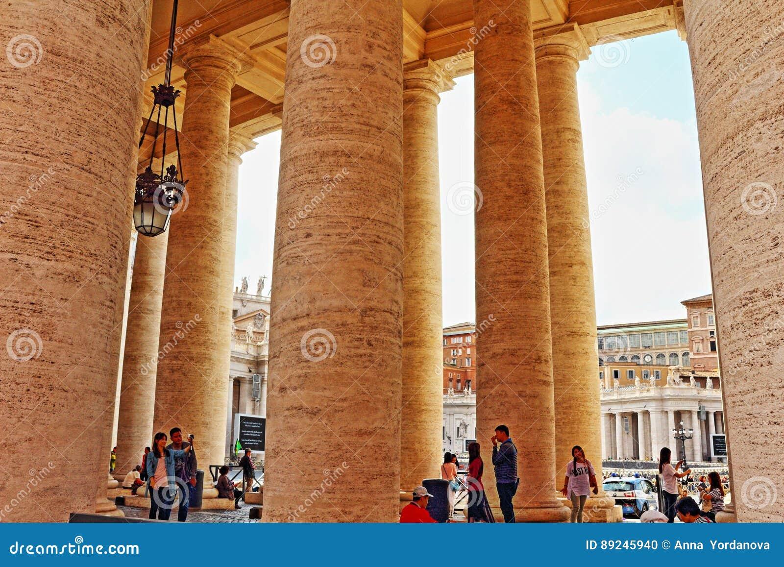 Vaticano Roma Itália da colunata do quadrado do ` s de St Peter