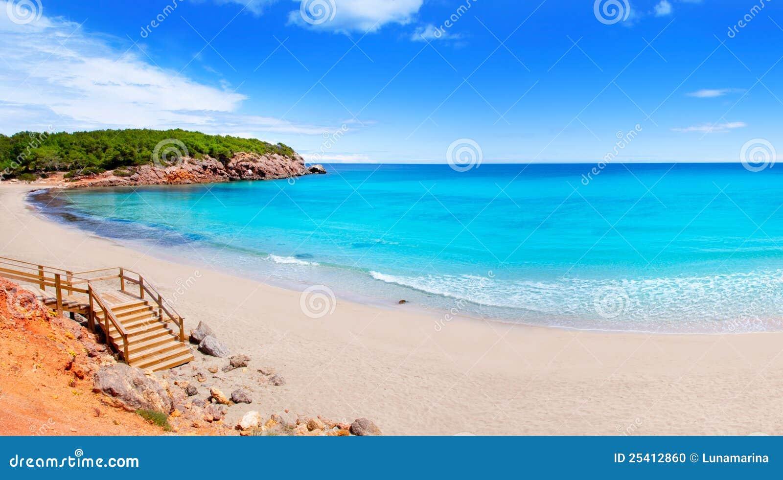 Vatten för turkos för strandibizaö