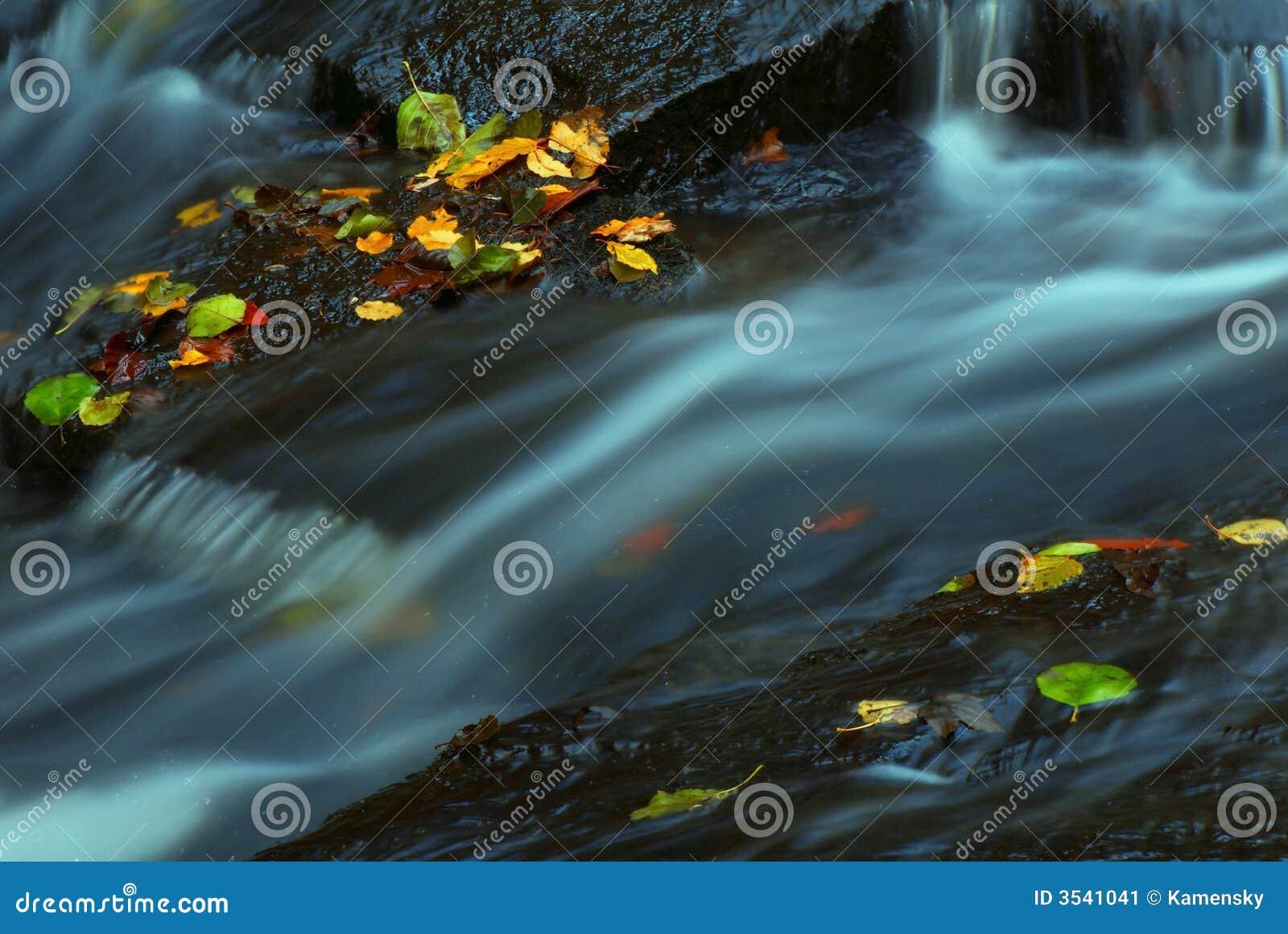 Vatten i höstström