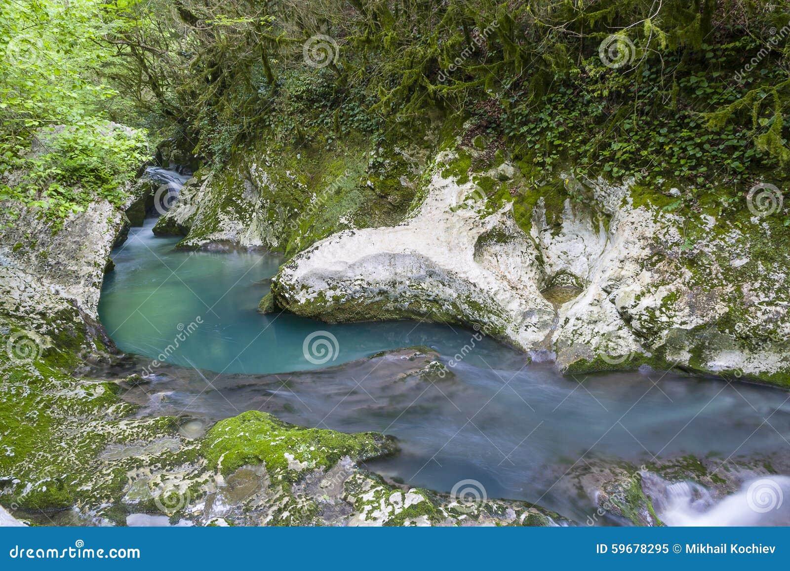 Vattenfall i klyftan Chernigovka