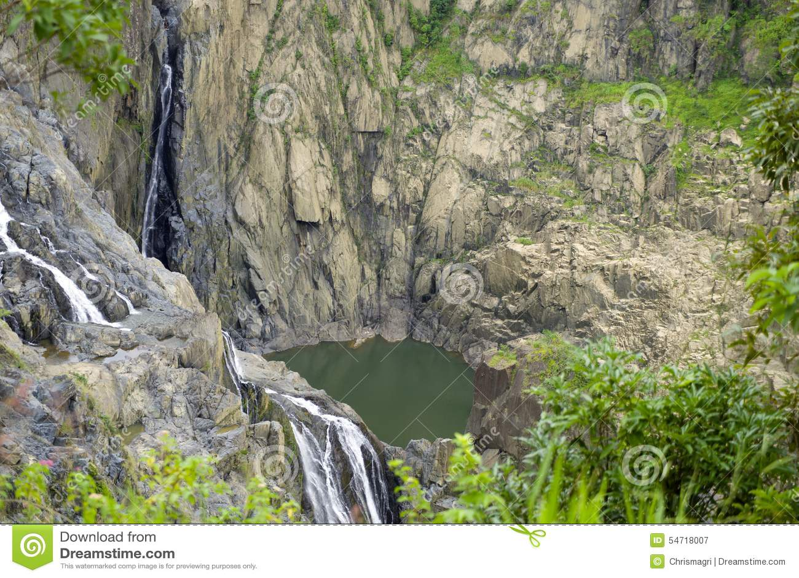 Vattenfall på Barron Gorge i den tropiska rainforesten, Australien