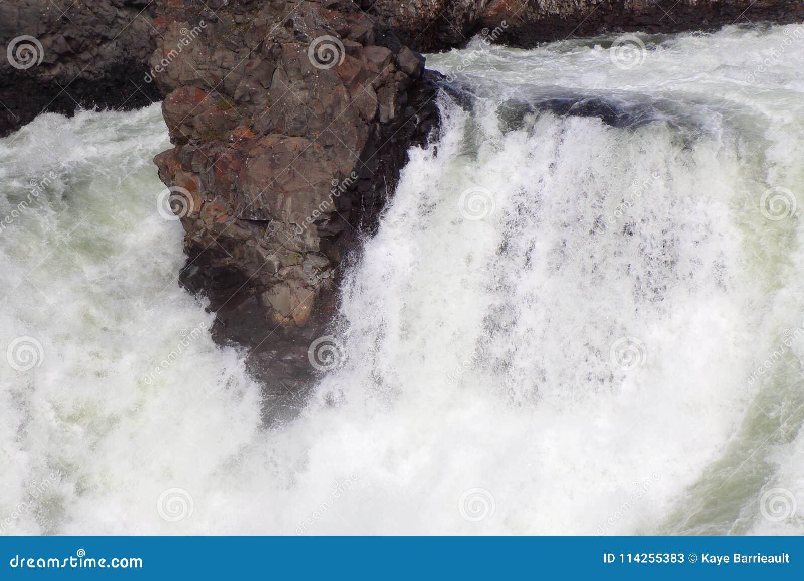 Vattenfall på den Spokane floden i Spokane, Washington