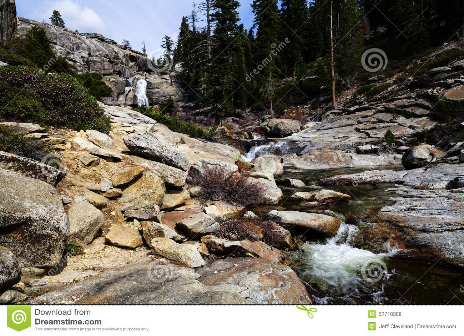 Vattenfallet överst av Chilnualna faller Yosemite