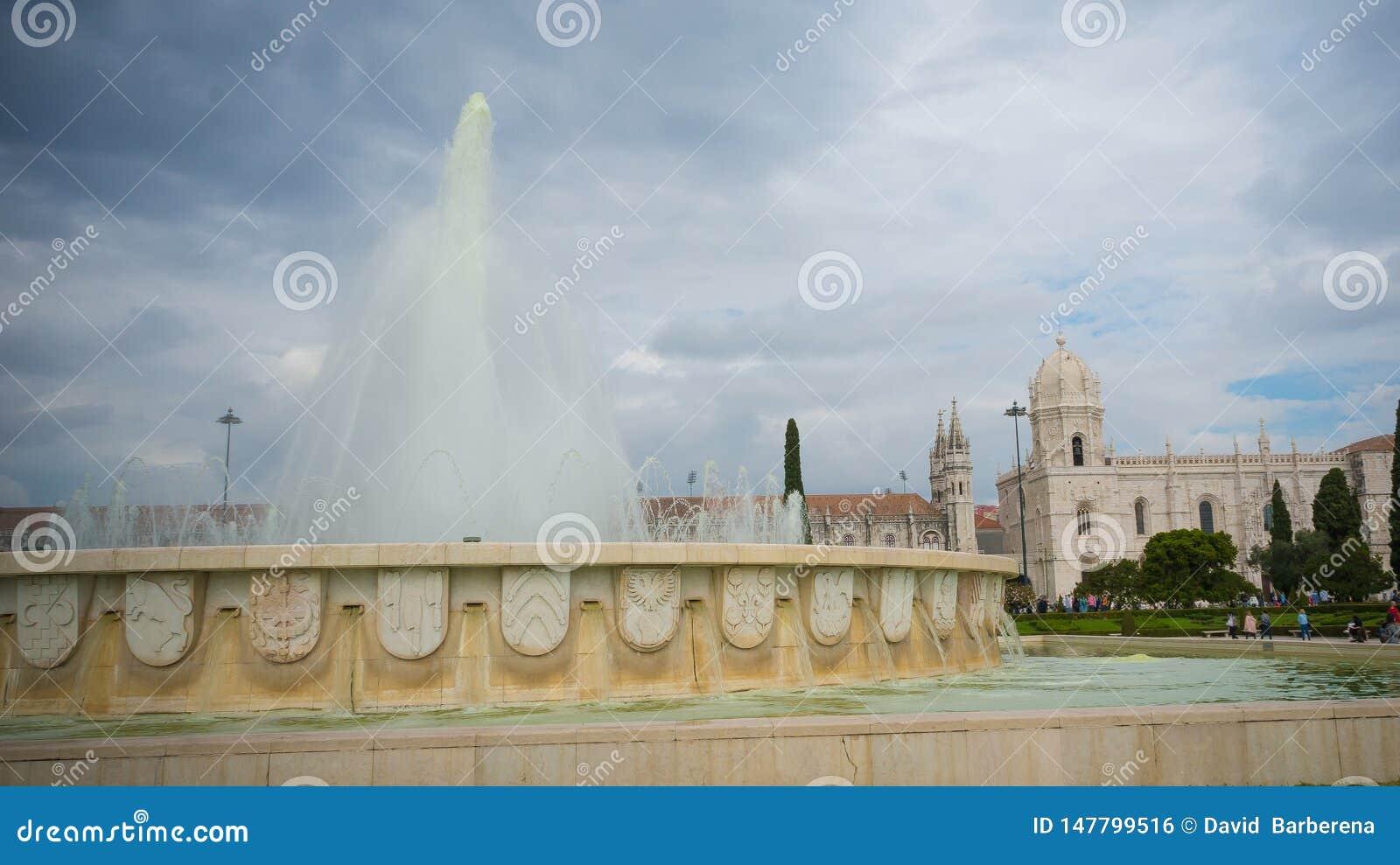 Vattenkälla av Lissabon Portugal