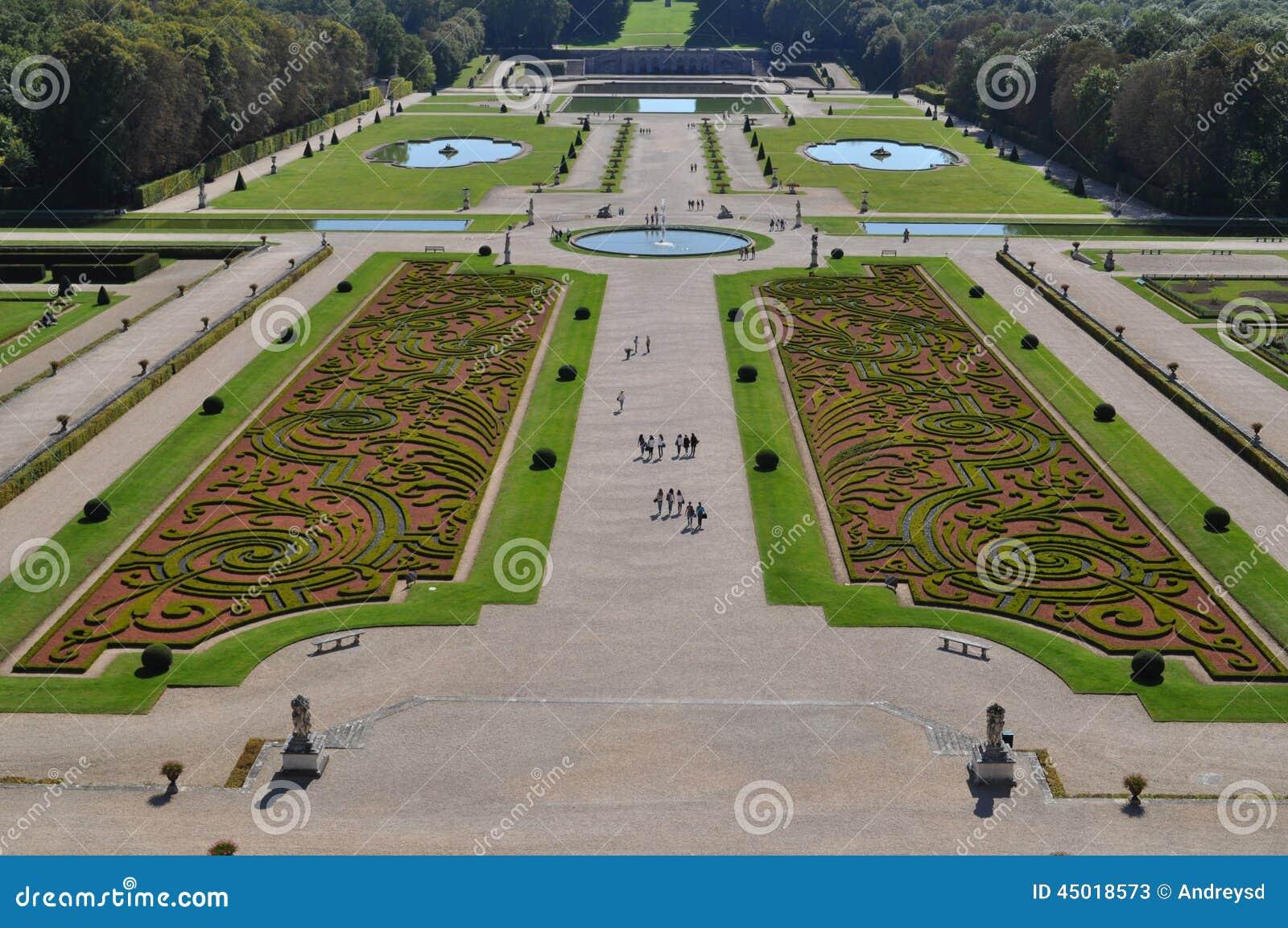 Vaux le vicomte garden stock photo image 45018573 for Le jardin de la france