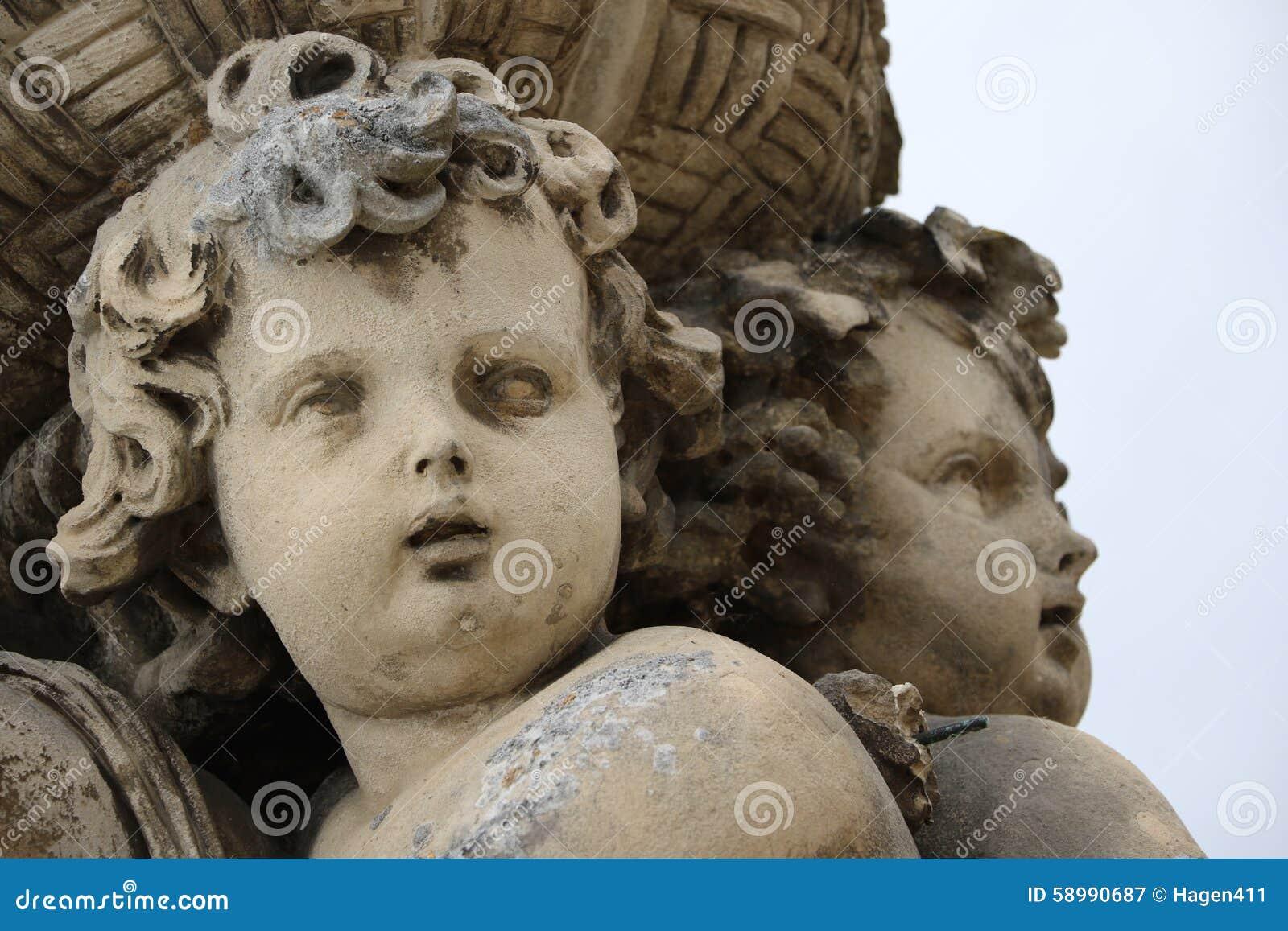 Vaux-le-Vicomte - vaux-le-vicomte-statue-garden-palace-58990687