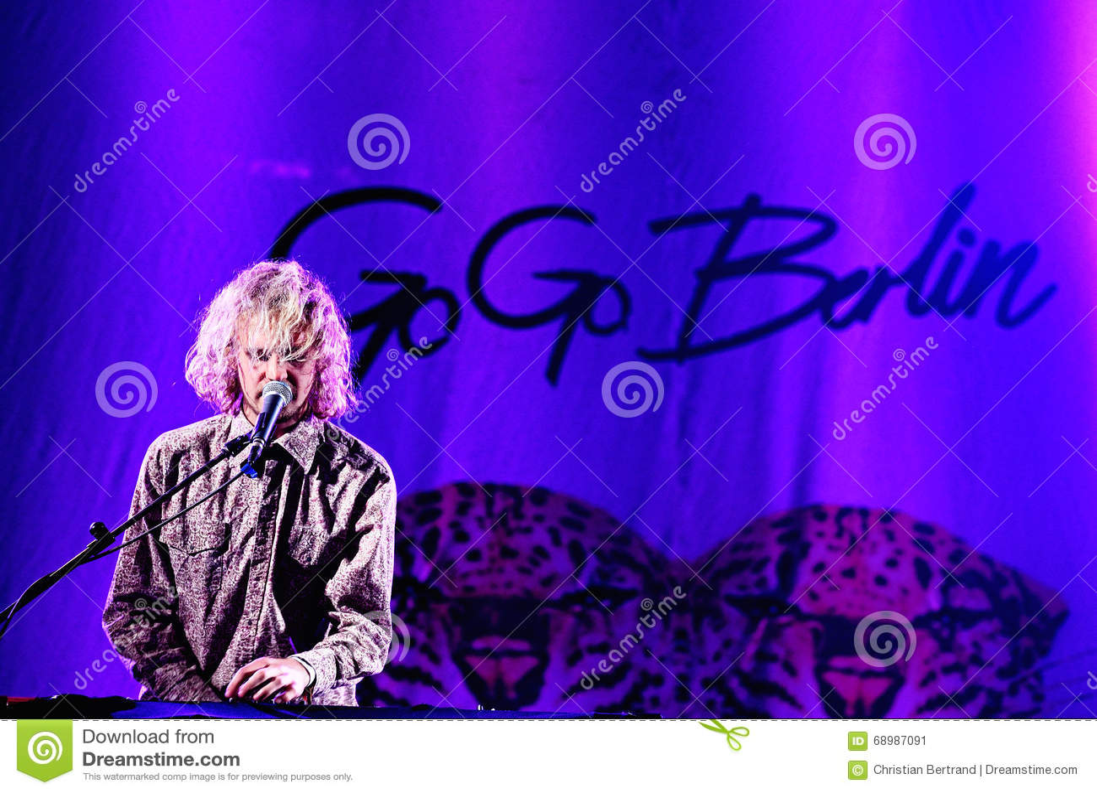 Vaya van actuación en directo de Berlín (banda) en el festival de Bime