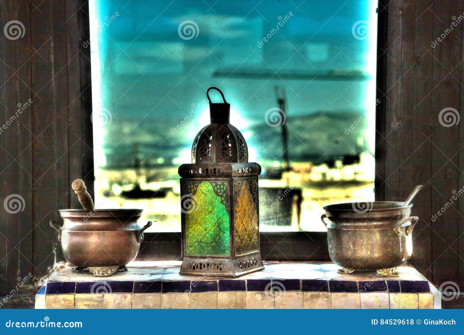 Lampen Oosterse Stijl : Vazen potten en lampen als van duizend één nacht in oosterse