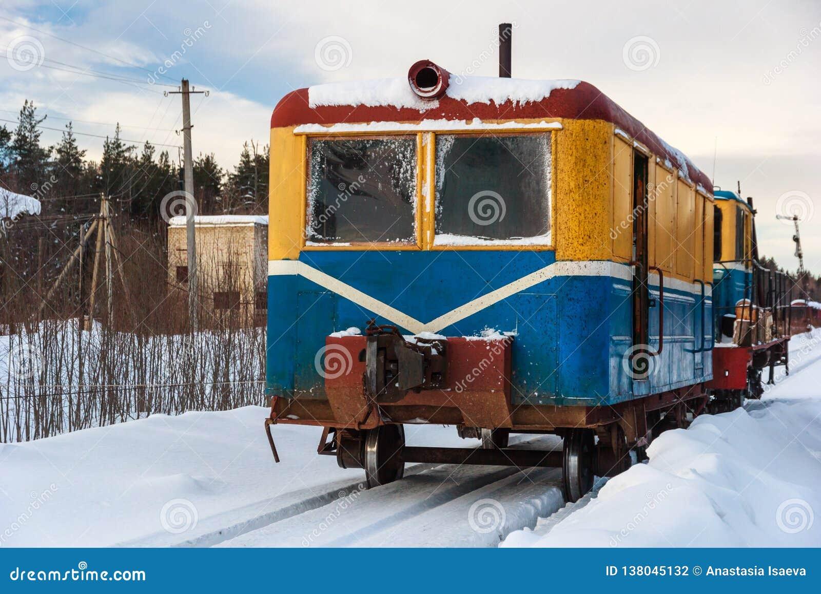 Veículo da estrada de ferro de Monza na cidade de Soligalich