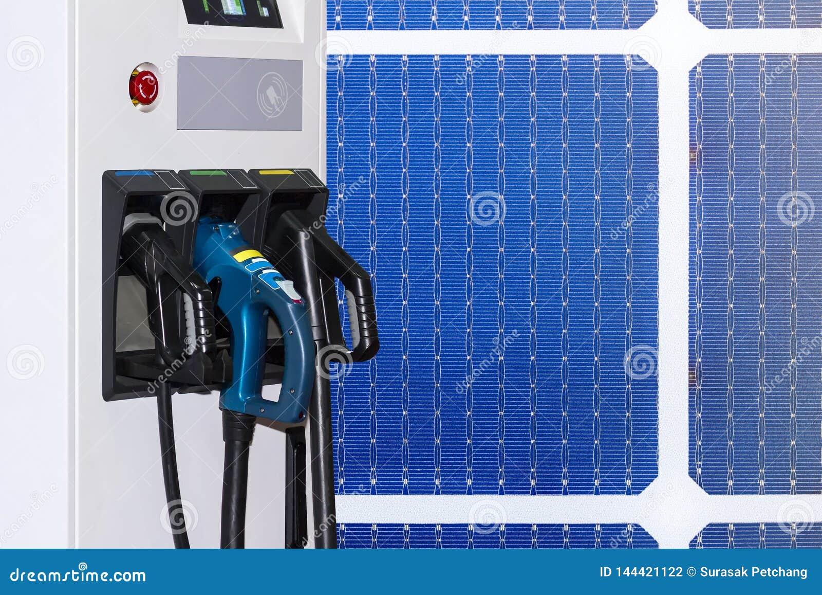 Veículo elétrico que carrega a estação de Ev e a tomada da fonte do cabo distribuidor de corrente para o carro de Ev em células s