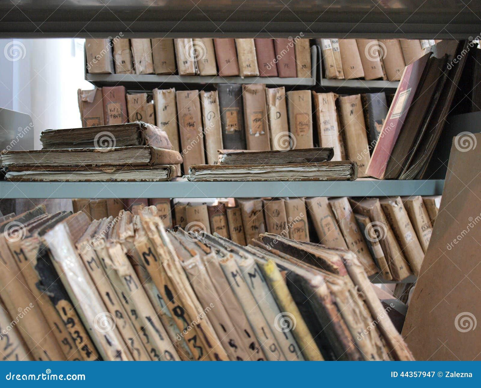 Vecchi archivi in biblioteca