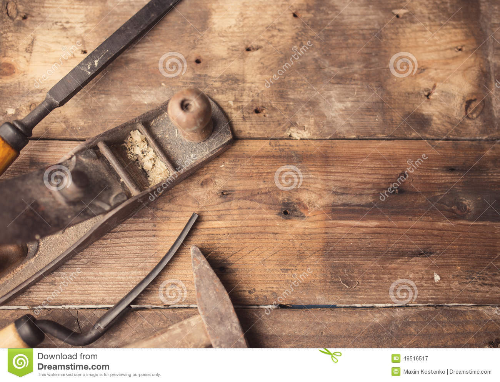 Vecchi attrezzi per bricolage d 39 annata su fondo di legno for Bricolage legno