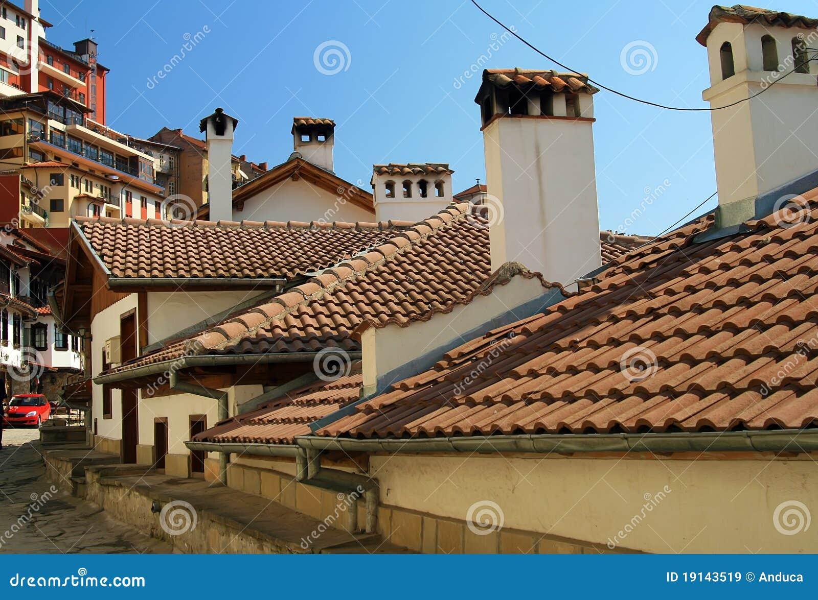 Vecchi case e tetti con le mattonelle di ceramica immagini for Tetti di case moderne