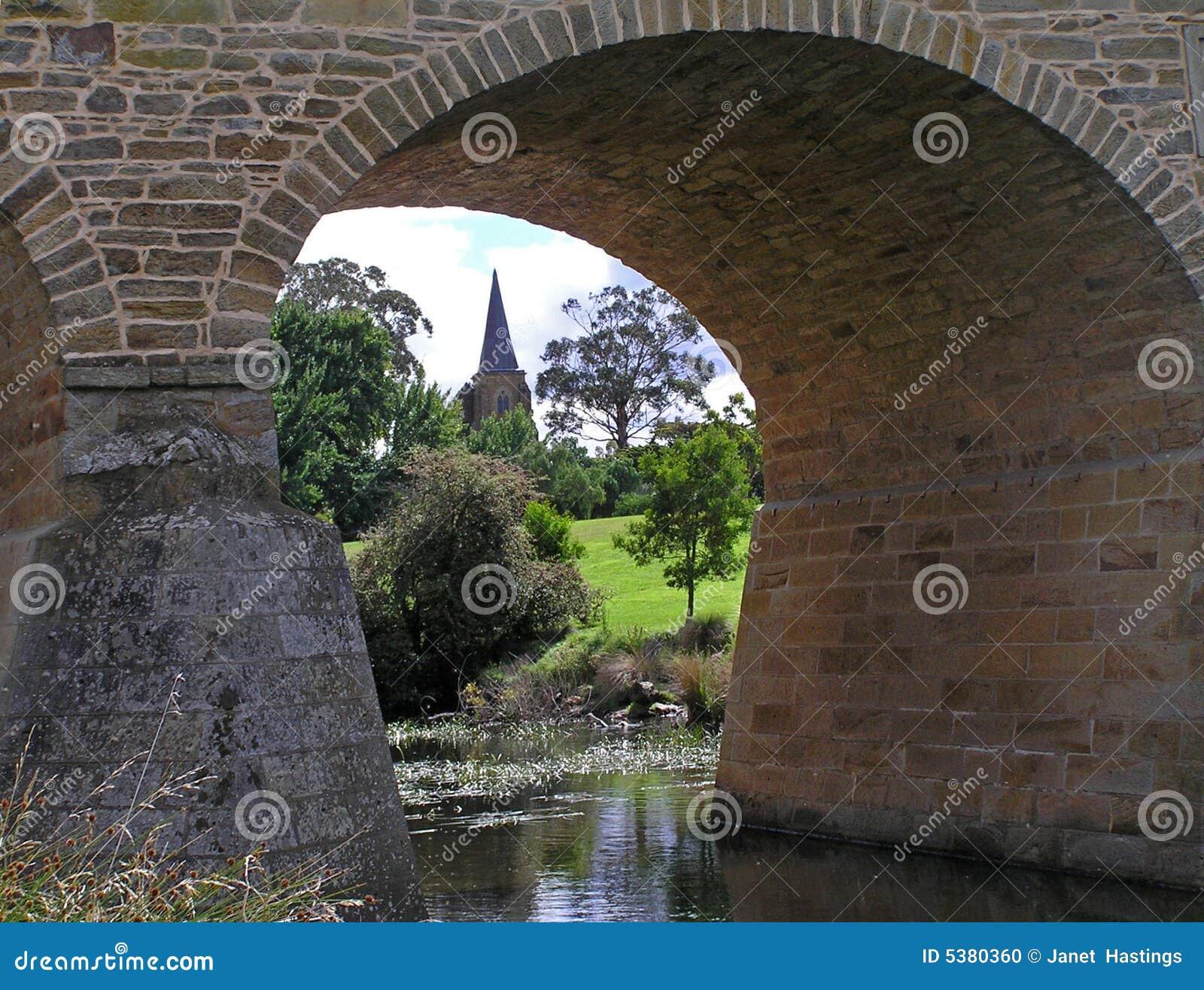 Vecchi chiesa e ponticello