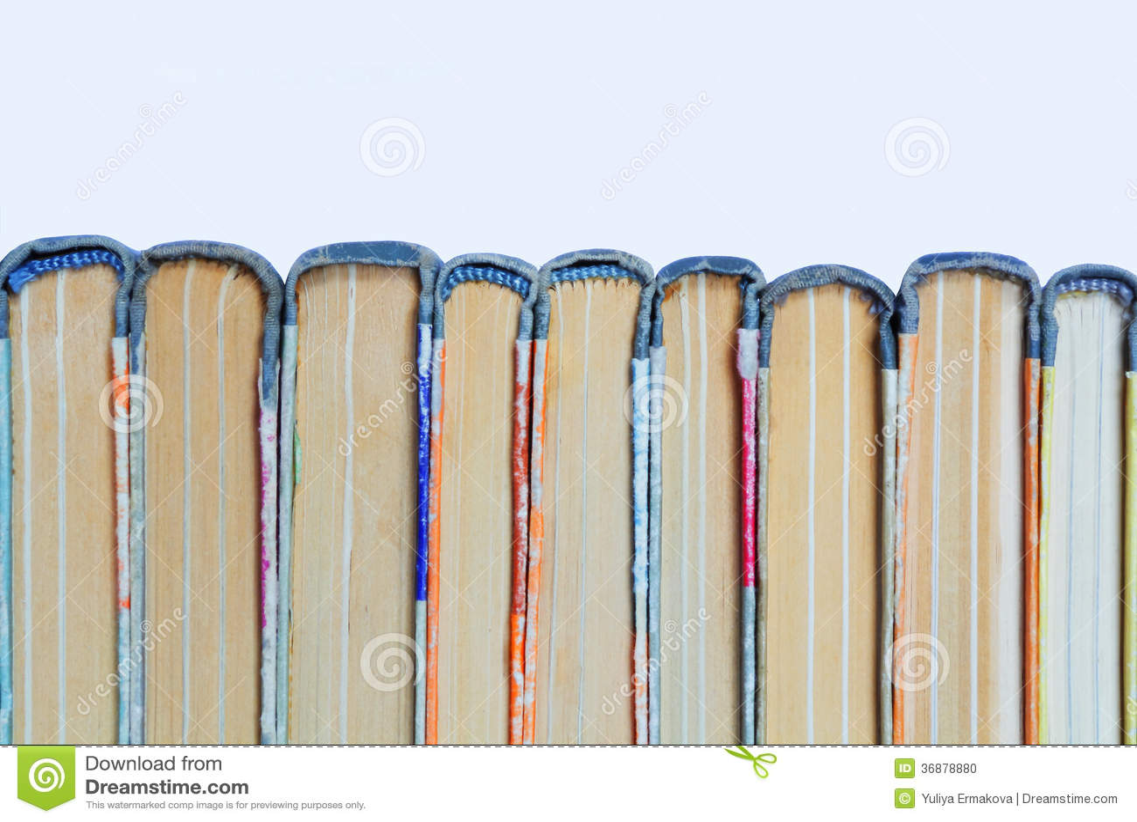 Download Vecchi Libri Dalla Copertina Rigida Della Pila Fotografia Stock - Immagine di information, studio: 36878880