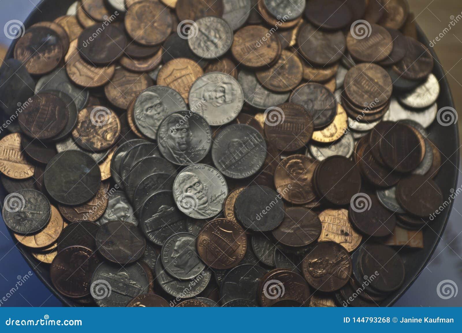 Vecchi nichel casuali delle monete da dieci centesimi di dollaro dei penny delle monete degli Stati Uniti