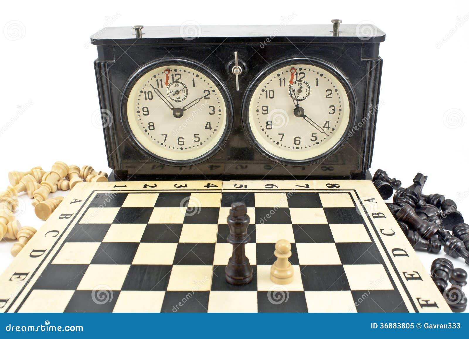 Download Vecchi Orologio E Scacchiera Di Scacchi Immagine Stock - Immagine di minuto, gioco: 36883805