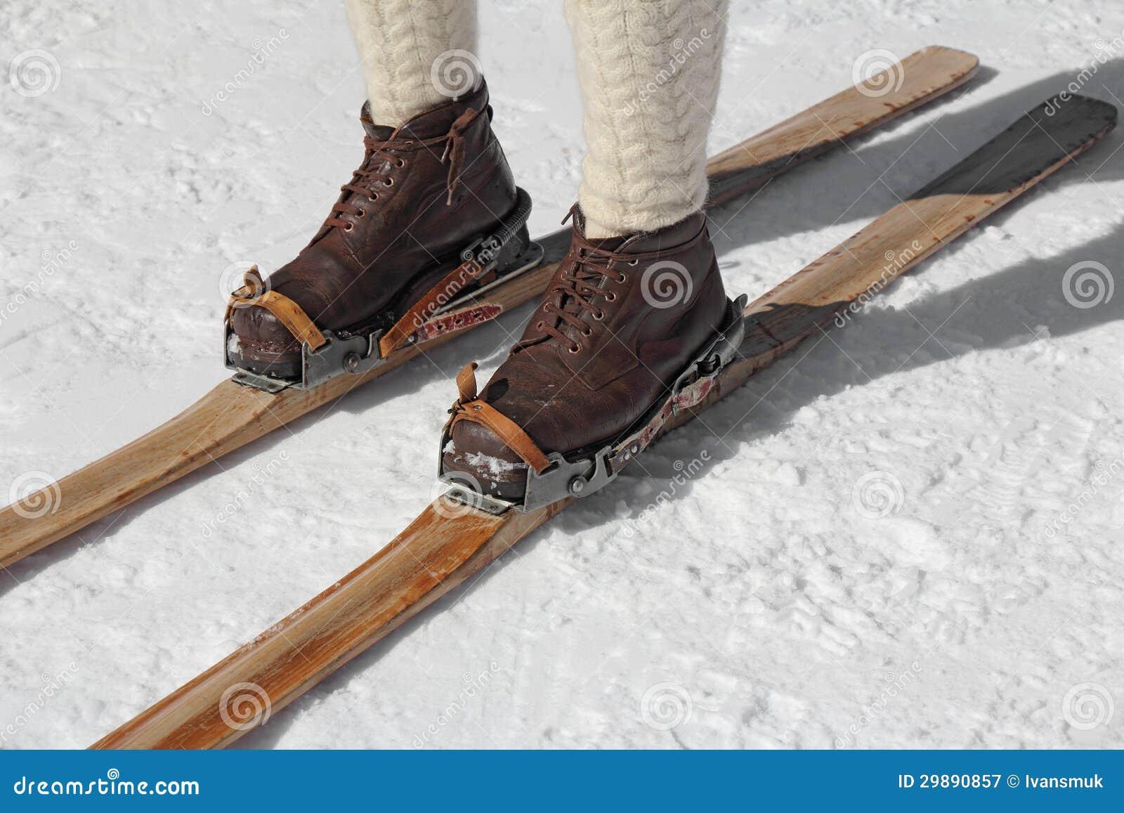 Vecchi Sci Immagine Stock Immagine Di Weathered Boots