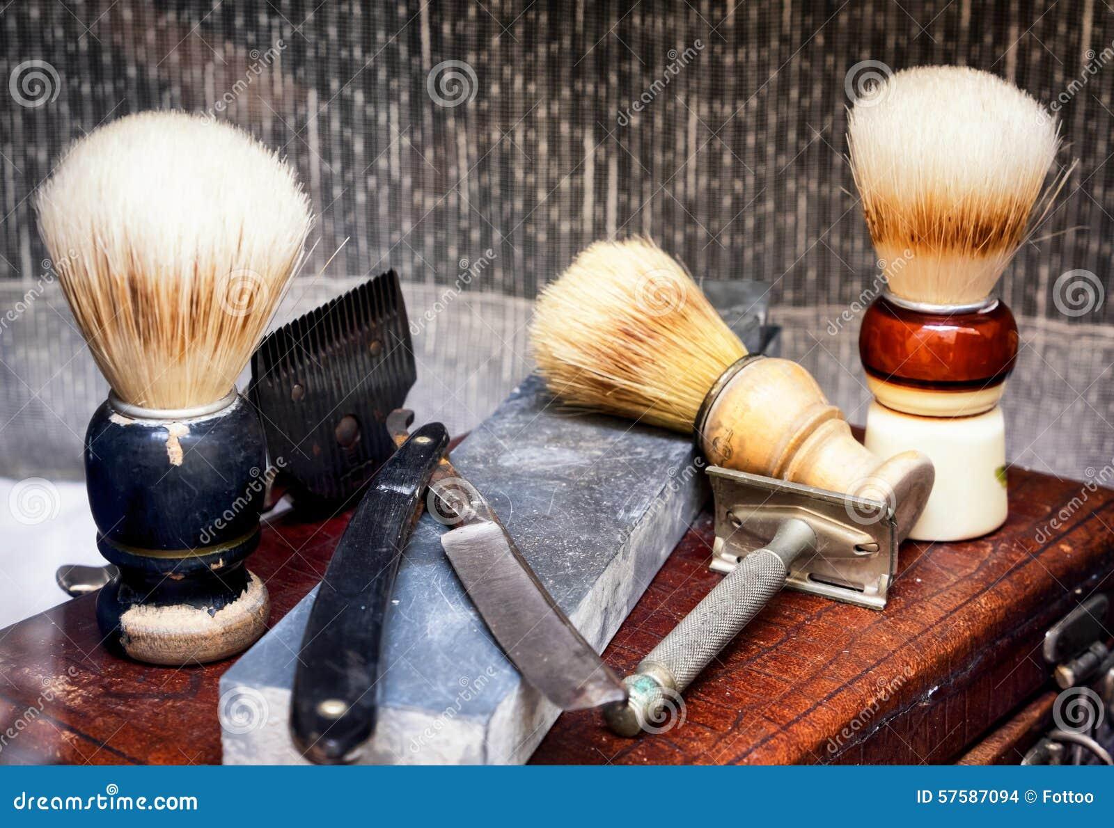 Vecchi strumenti del barbiere