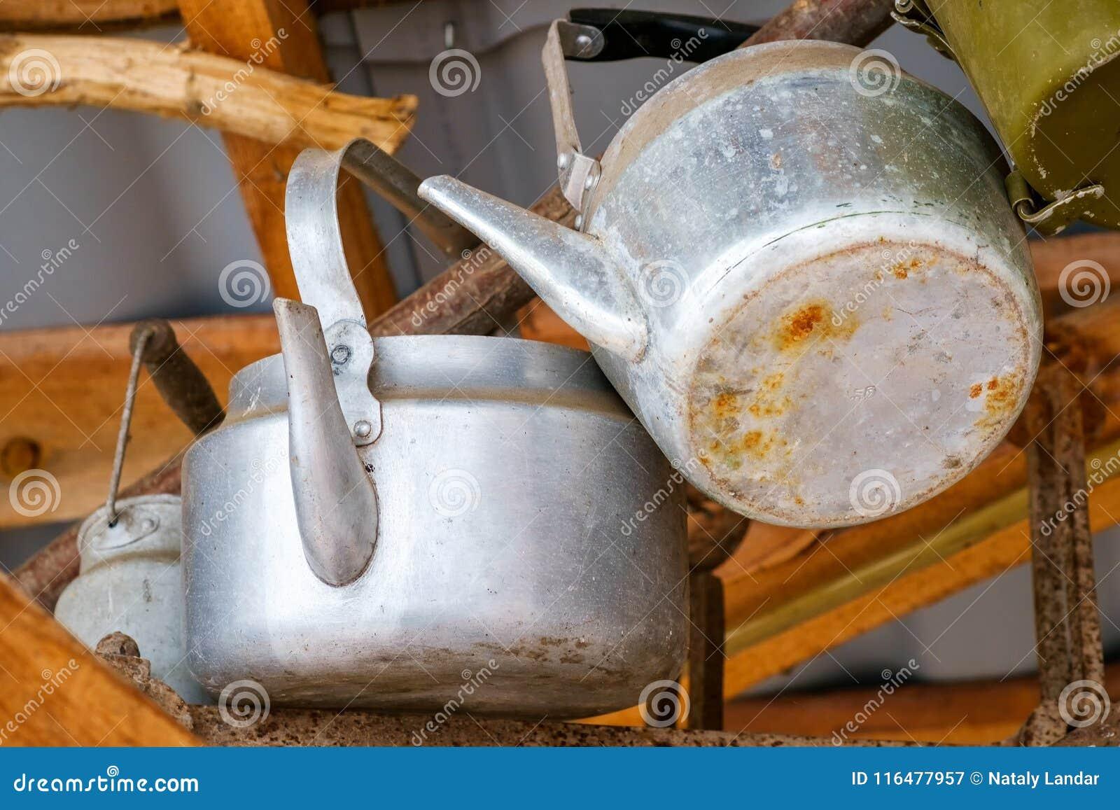 Vecchi Utensili Da Cucina D\'annata Immagine Stock - Immagine di ...
