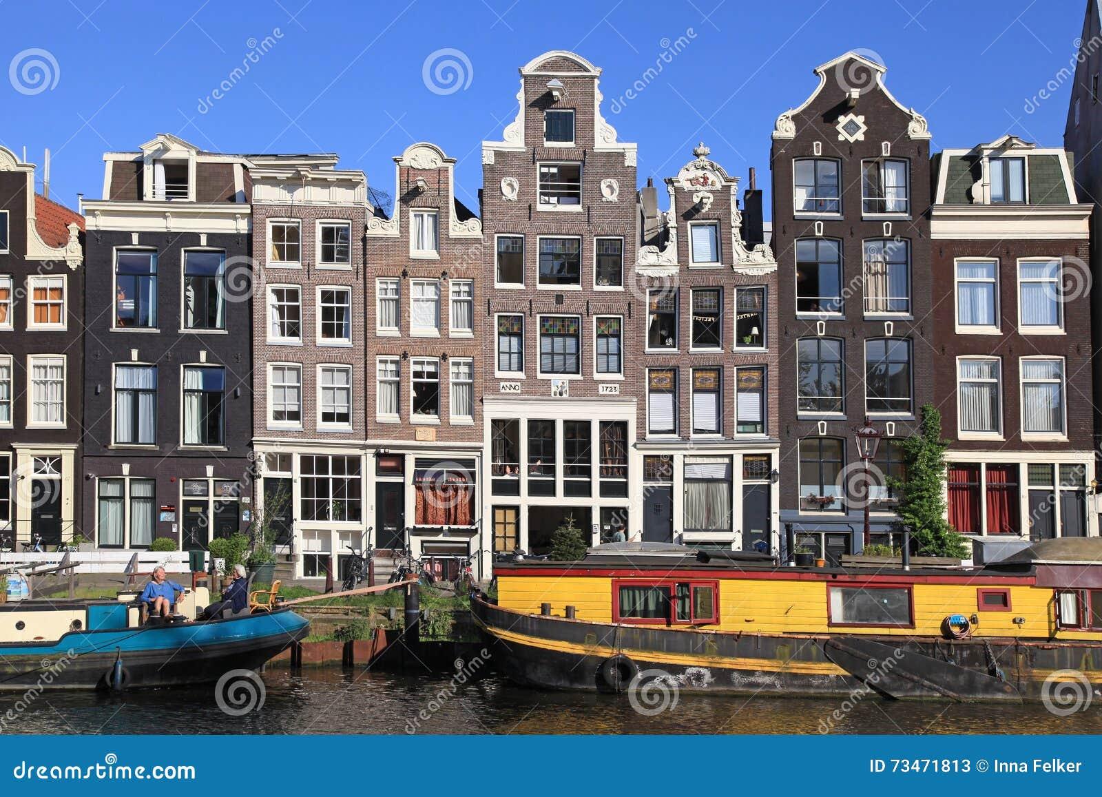Vecchia architettura e case galleggianti lungo il canale for Case architettura