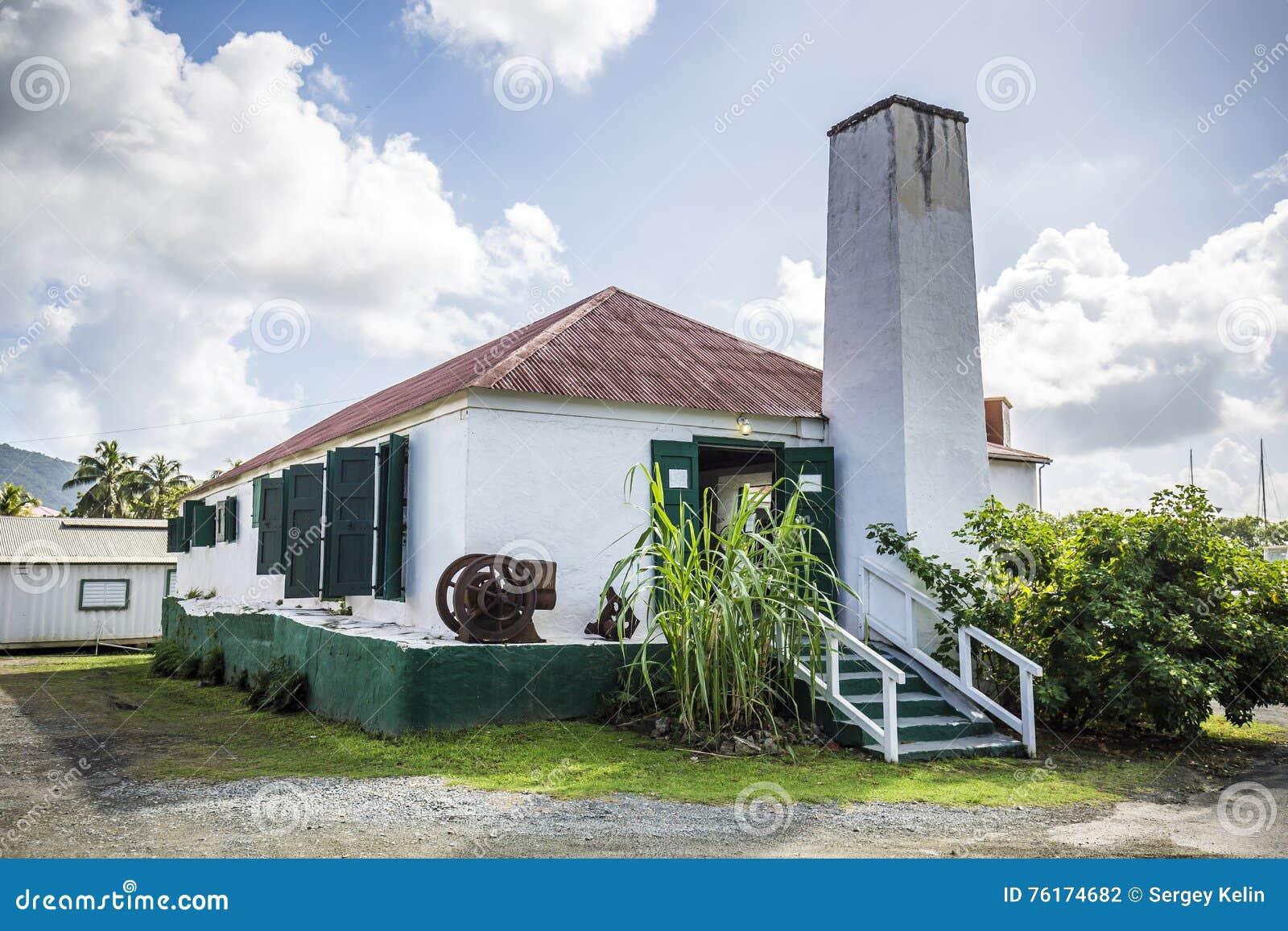 Vecchia azienda agricola dello zucchero nella città della strada, Isole Vergini Britanniche