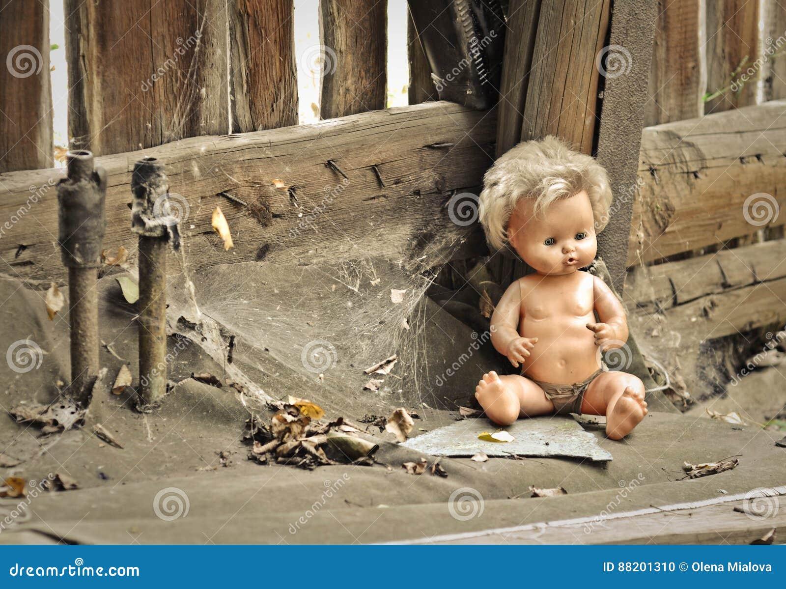 Best free vecchia bambola in una casa abbandonata with una - Costi ristrutturazione casa vecchia ...