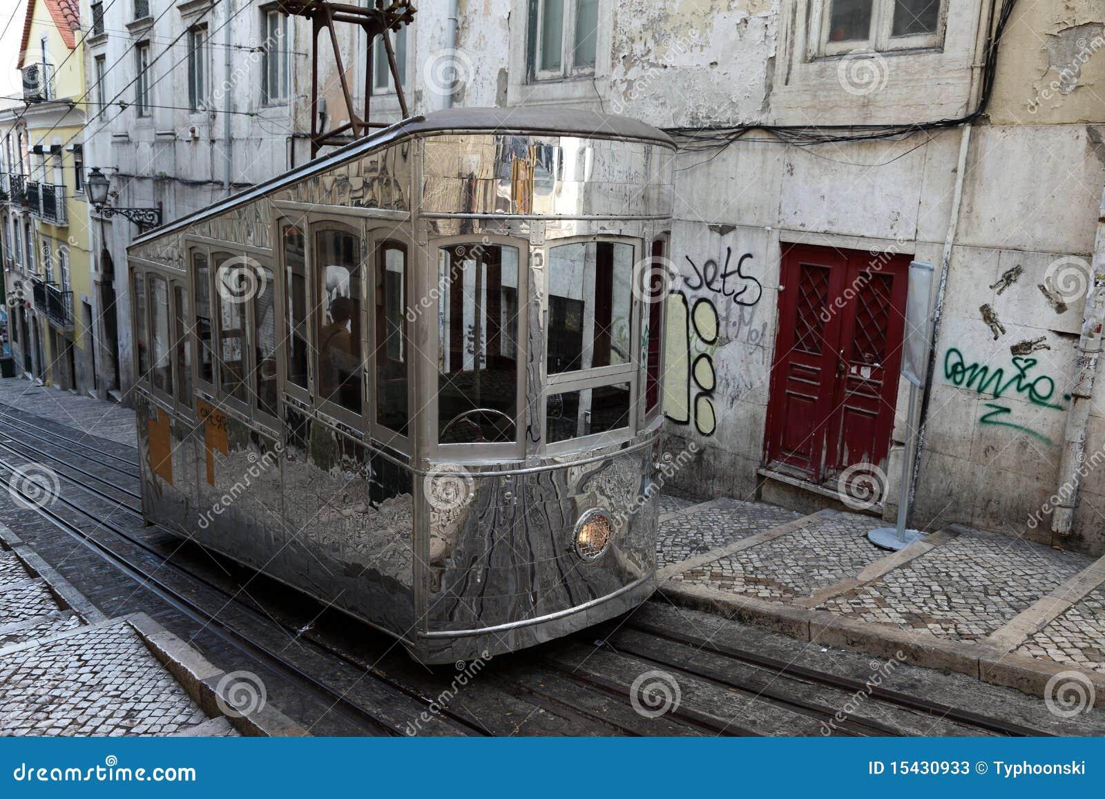 Vecchia cabina di funivia a lisbona portogallo fotografie for Animali domestici della cabina di nashville