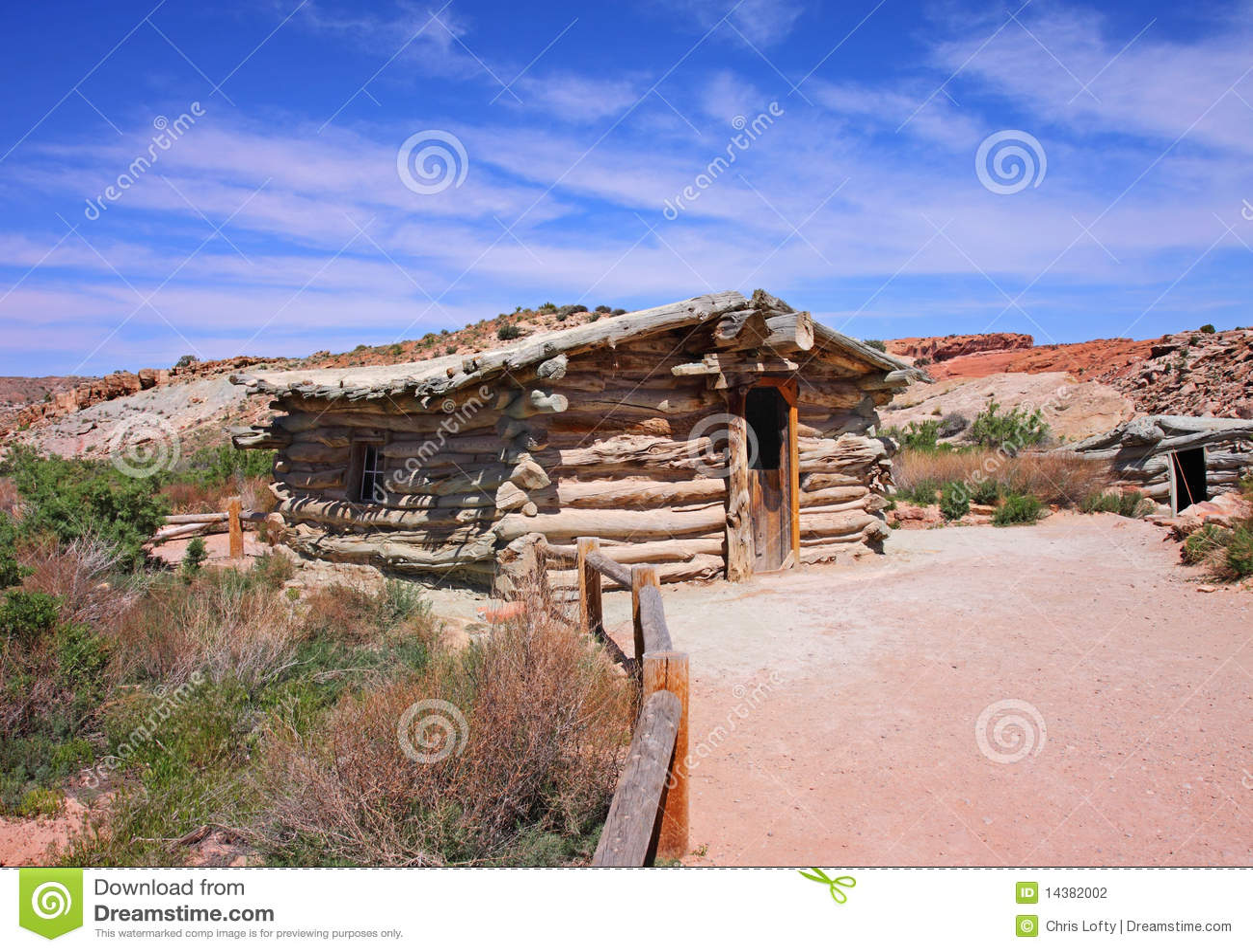 vecchia casa ad un piano di legno del ranch fotografia