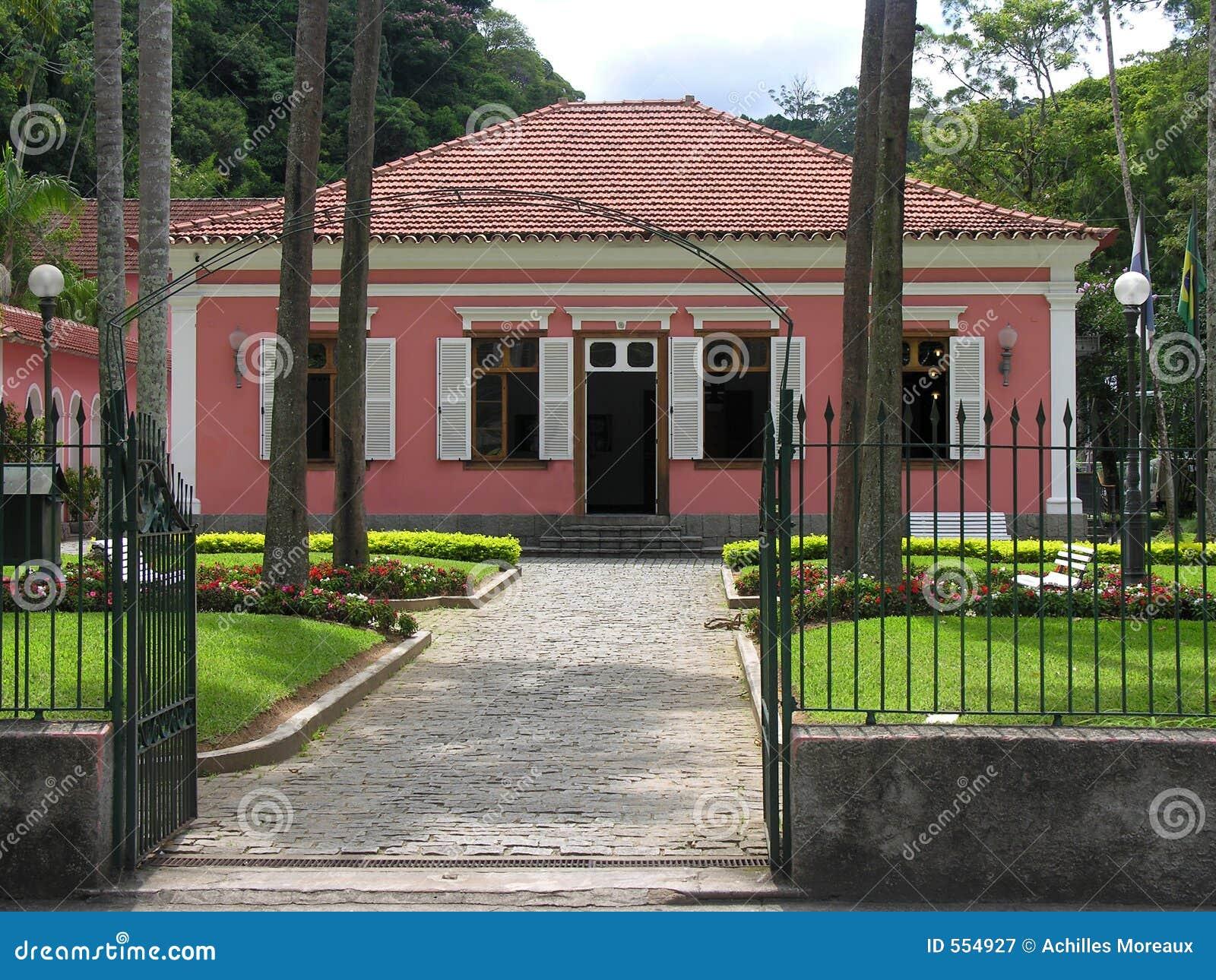 Vecchia casa coloniale immagine stock immagine di nero for Casa coloniale meridionale