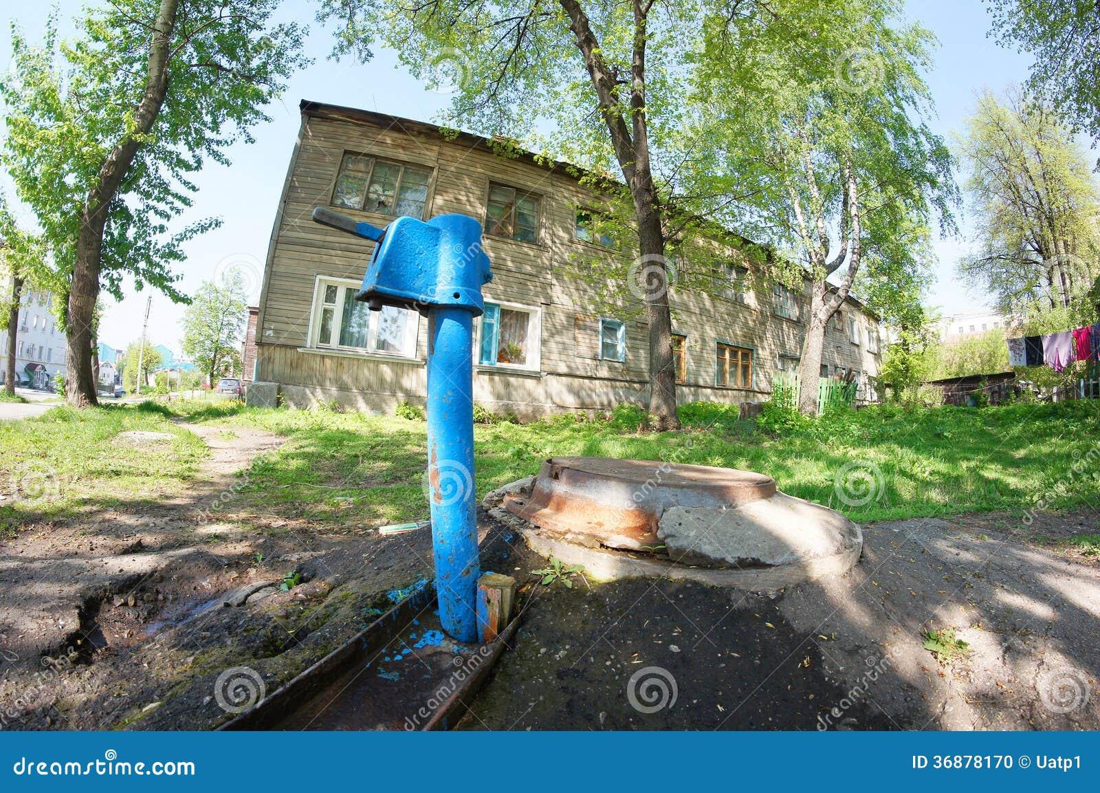 Download Vecchia casa di legno fotografia stock. Immagine di paesaggio - 36878170