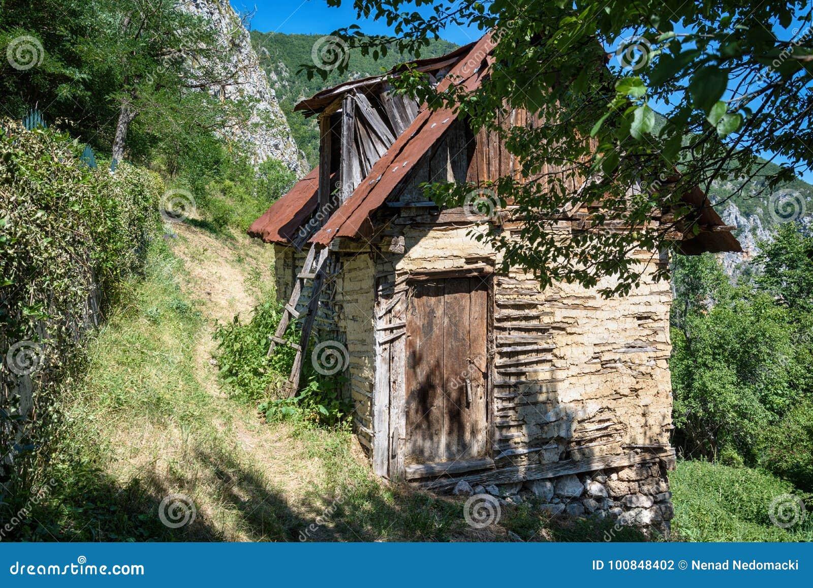 Case Di Montagna In Legno : Csn faller casa meta rustica e meta legno case di