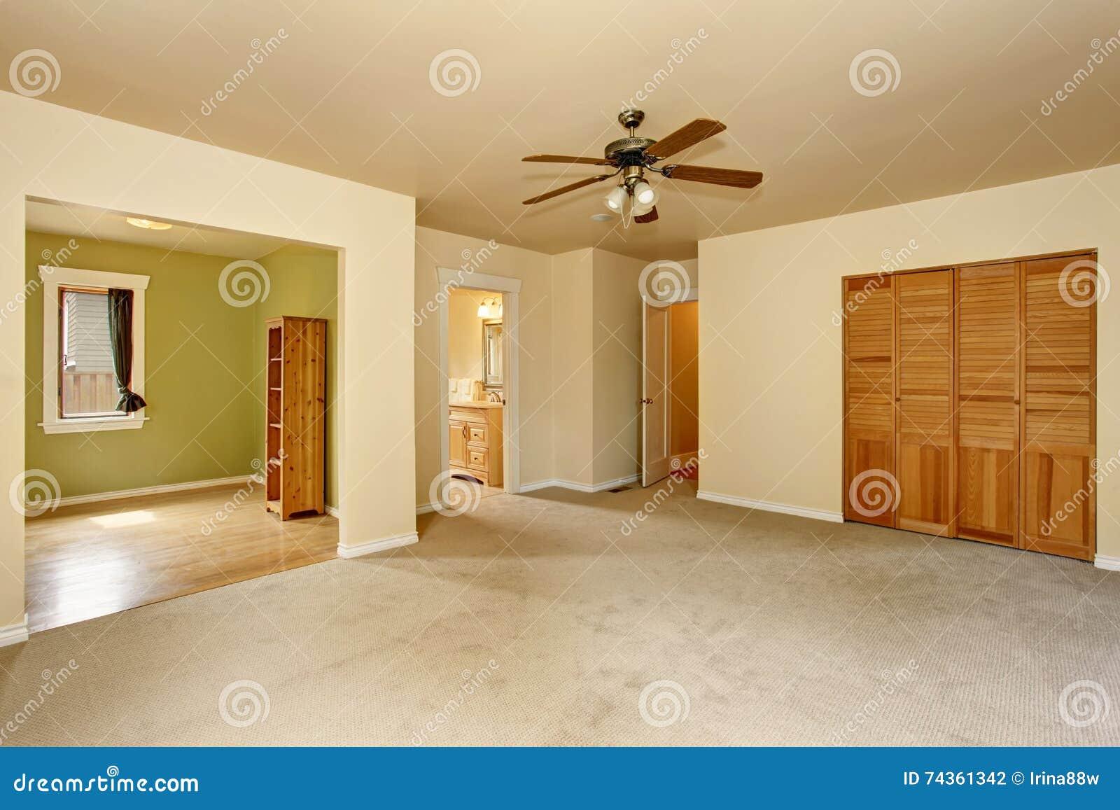 Vecchia casa di stile dell 39 artigiano con pittura interna for Migliori piani di casa artigiano