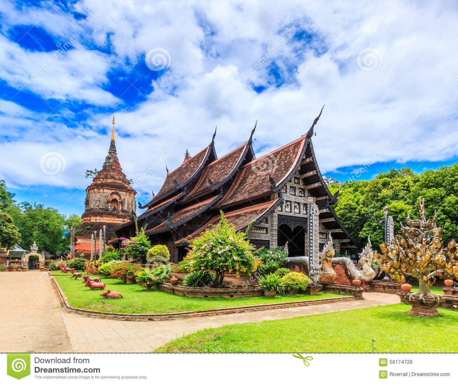 Vecchia chiesa di legno a Wat Lok Molee