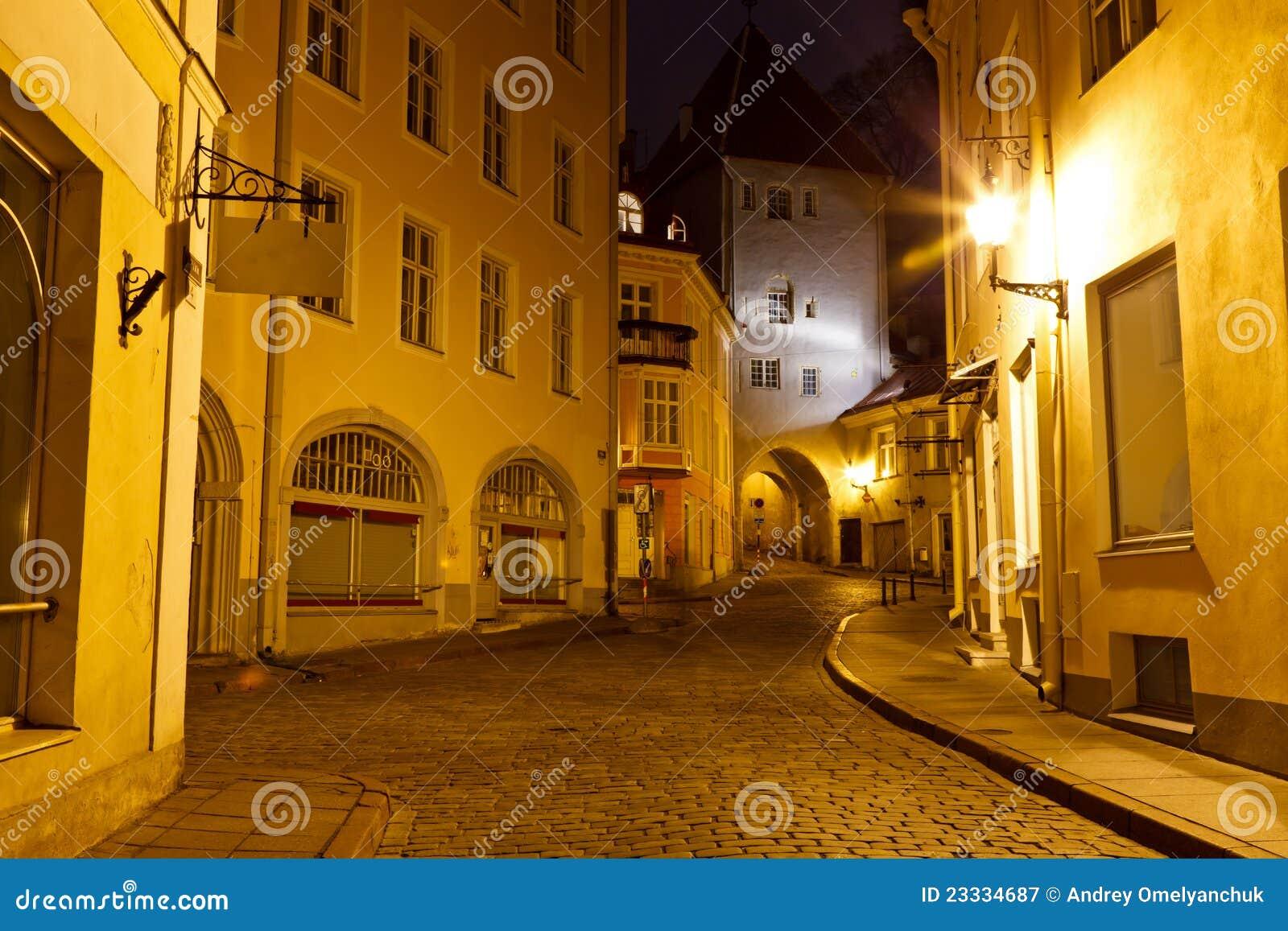 Vecchia città di Tallinn alla notte, Estonia