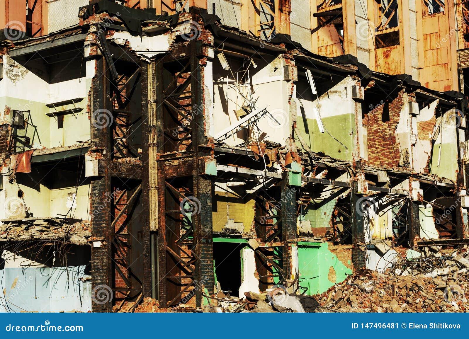 Vecchia costruzione per la demolizione, rovine