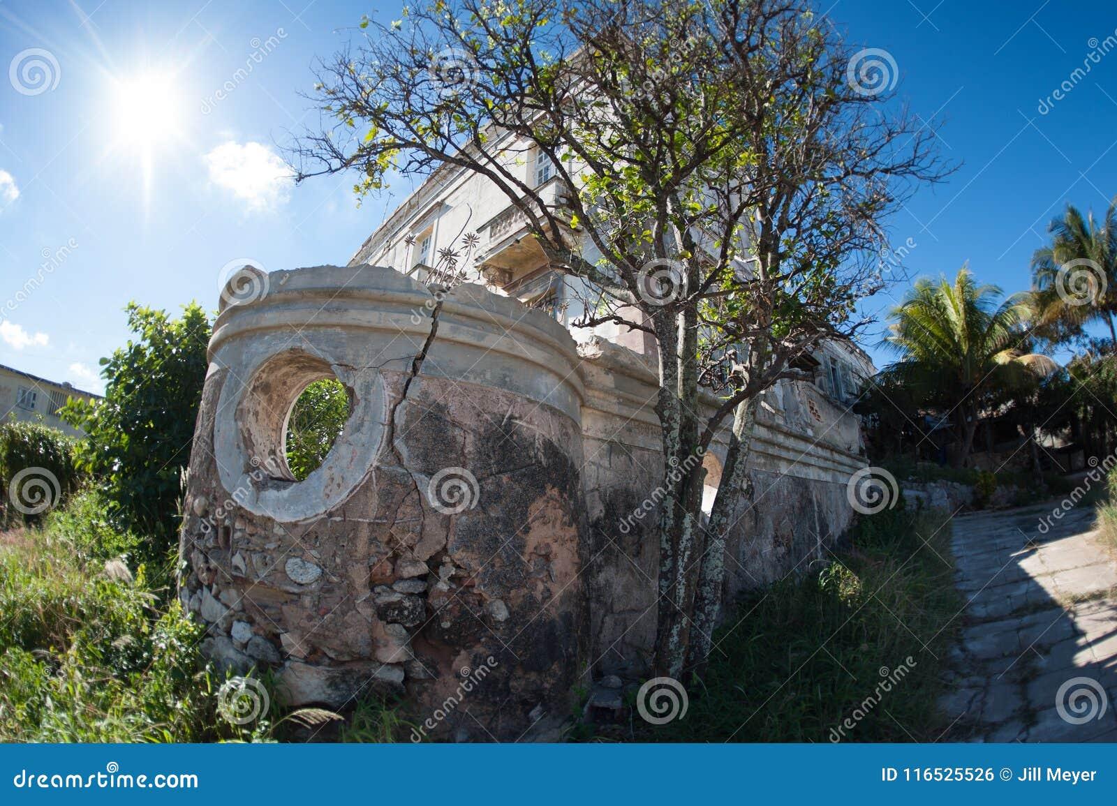 Vecchia costruzione, pietre che si sbriciolano