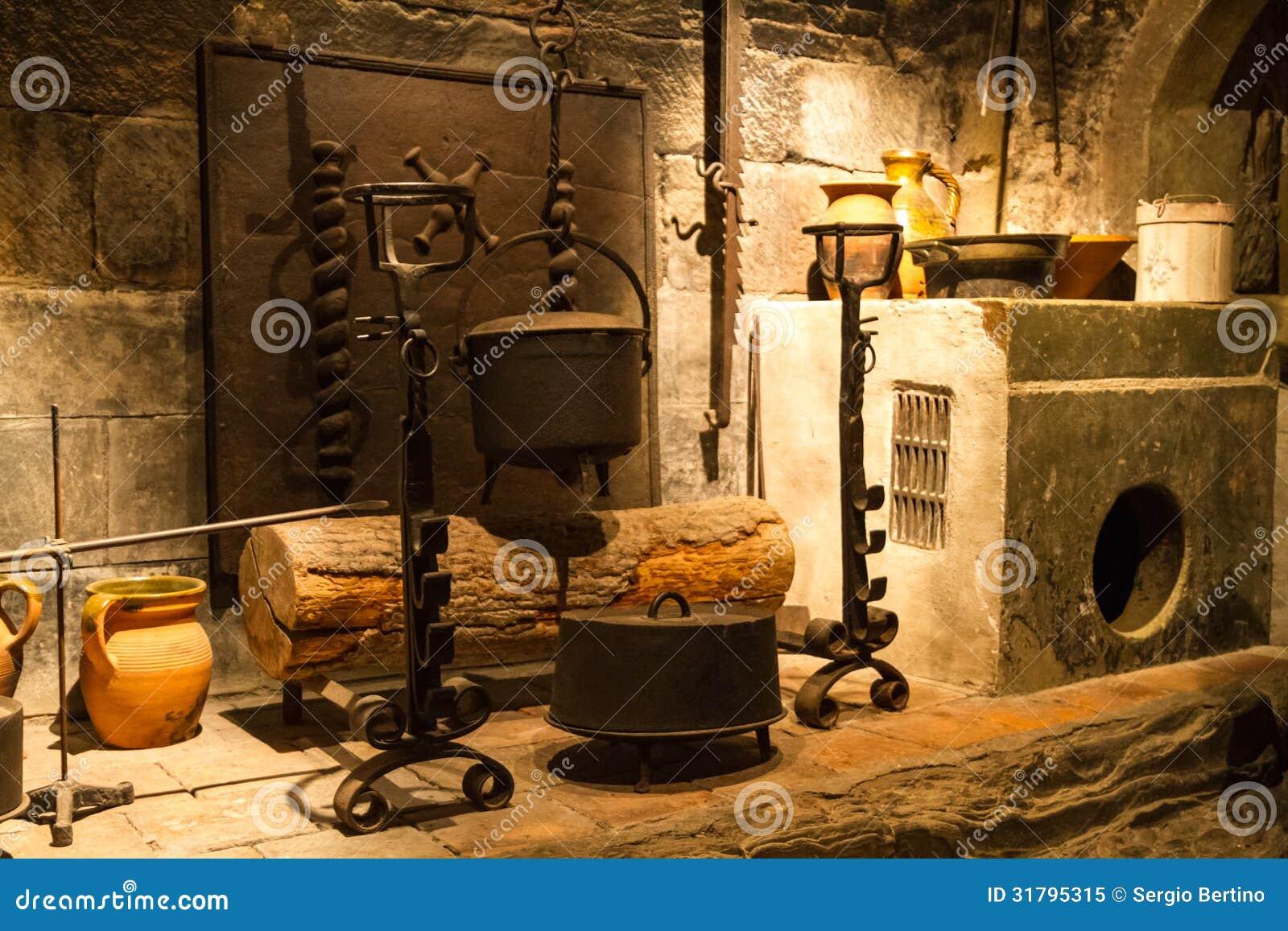 Vecchia Cucina Del Castello Immagine Stock - Immagine di ...