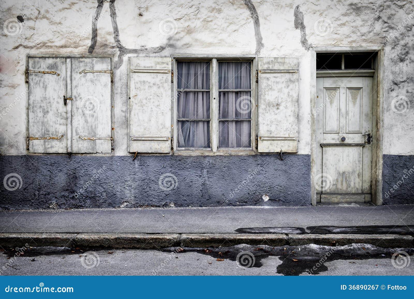 Download Vecchia facciata immagine stock. Immagine di chiuso, front - 36890267