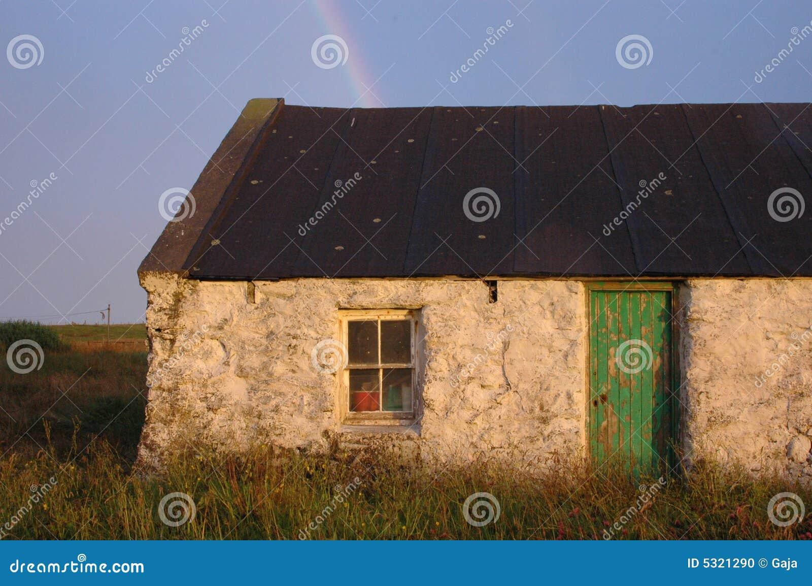 Download Vecchia Fattoria Delle Shetland Sotto Il Rainbow Fotografia Stock - Immagine di rainbow, funzionamento: 5321290