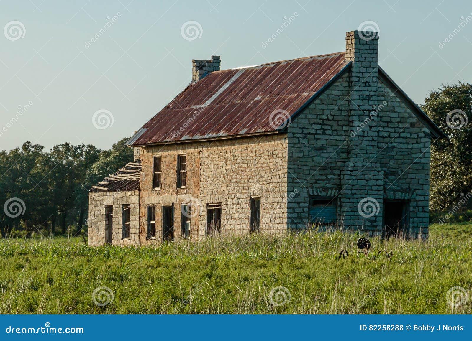 Vecchia fattoria di pietra