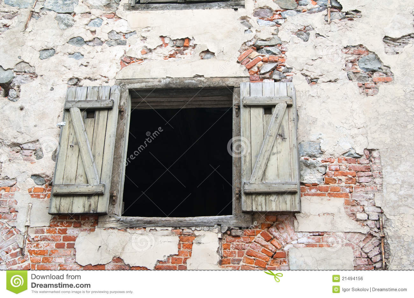 Vecchia finestra aperta immagine stock libera da diritti for Finestra vecchia