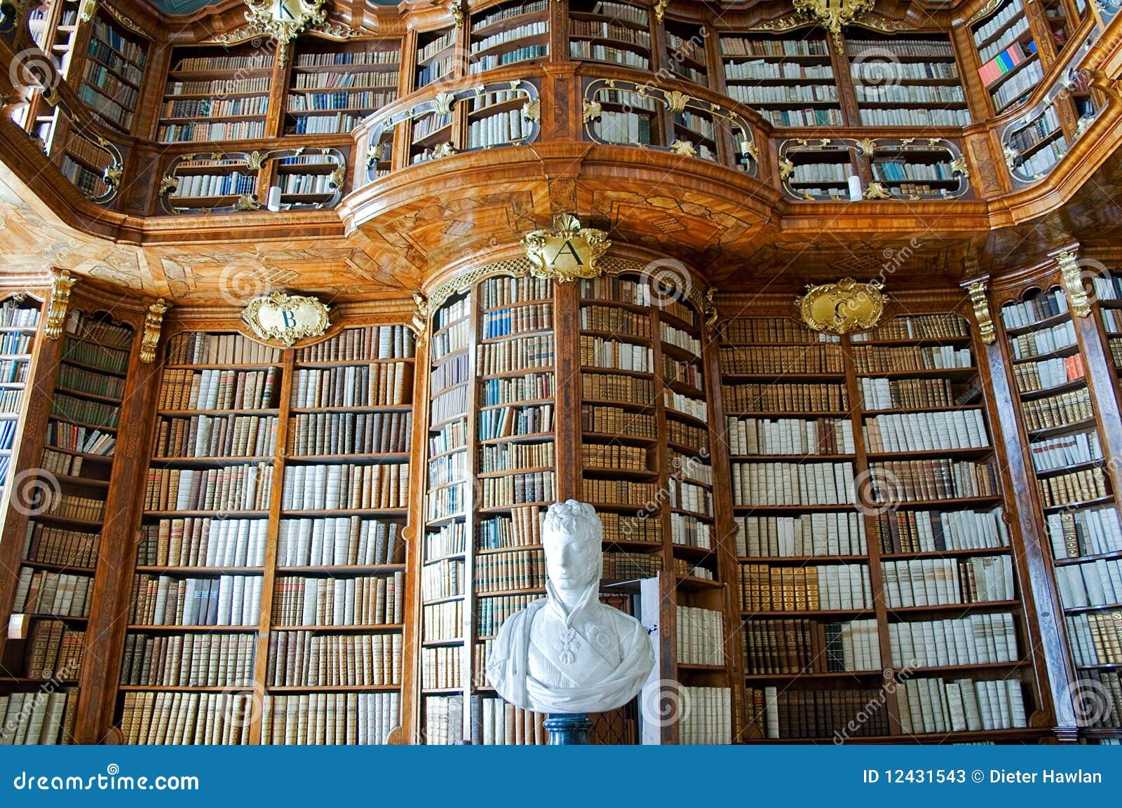 Vecchia libreria in unabbazia immagine stock immagine di interno