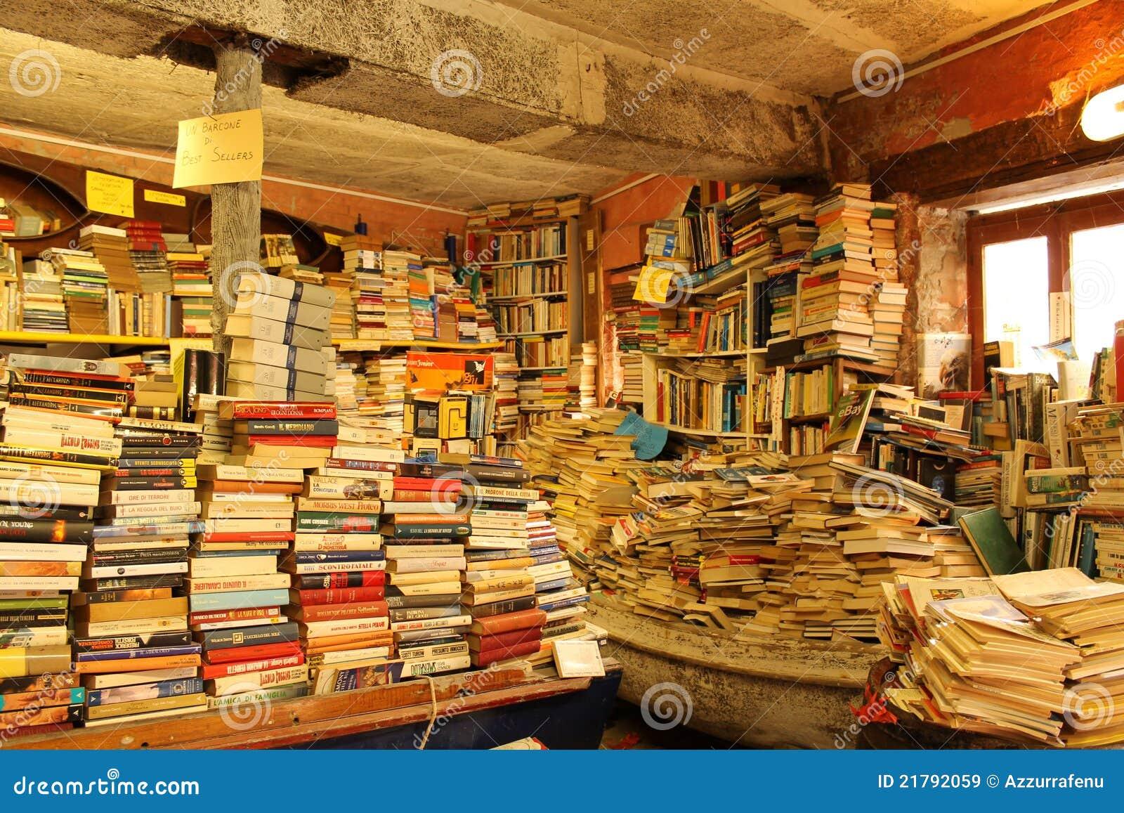 Vecchia libreria a venezia immagine stock editoriale for Acquisto libreria
